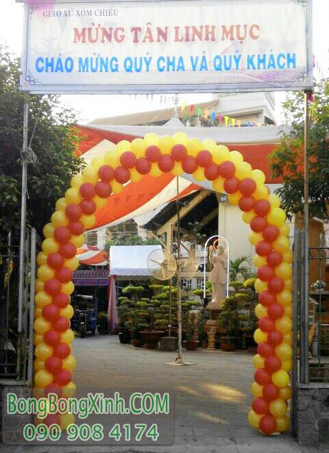Trang trí cổng bong bóng theo chiều cao cổng sự kiện CD136