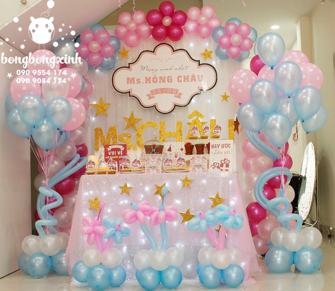Trang trí bàn quà sinh nhật kết hợp bong bóng BQ134