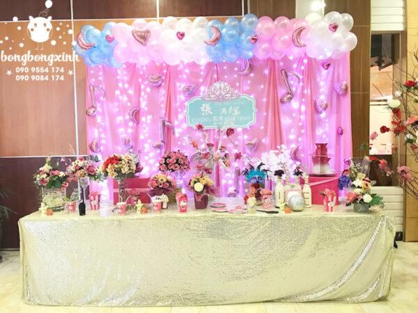 Trang trí bàn quà sinh nhật chủ đề màu hồng cho bé gái BQ139