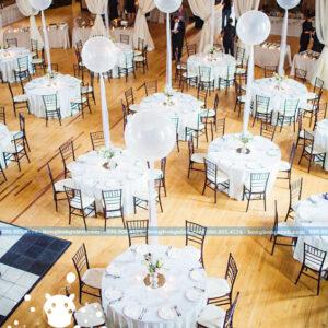 Bàn tiệc cưới trang trí bong bóng bay BT061