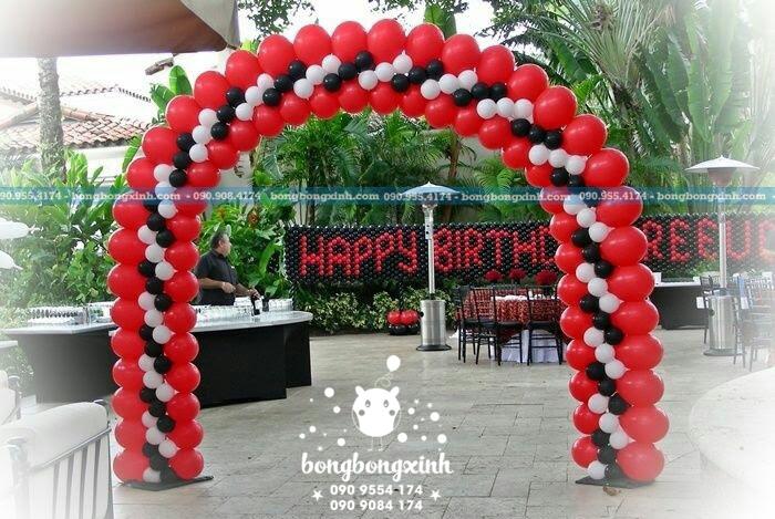 Cổng chào sự kiện sinh nhật Phương Tây CB135