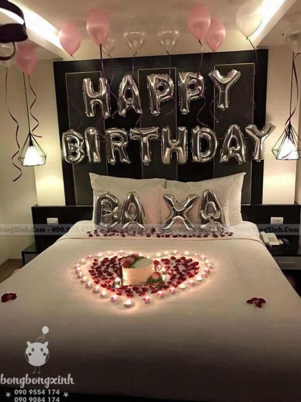 Chữ Happy Birthday màu bạc chủ đề lãng mạn