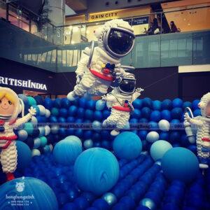 Tiểu cảnh sinh nhật nhà du hành vũ trụ