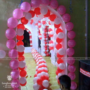 Đường dẫn bong bóng trang trí tiệc cưới đỏ hồng trắng DDTC038