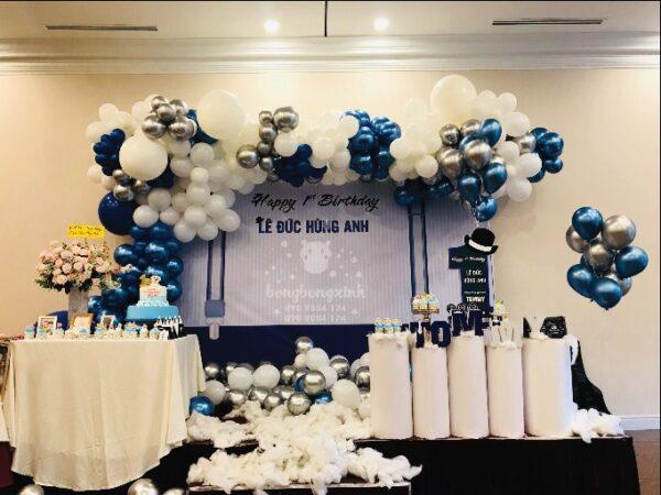 Backdrop và bàn quà sinh nhật bé Hùng Anh BBX027