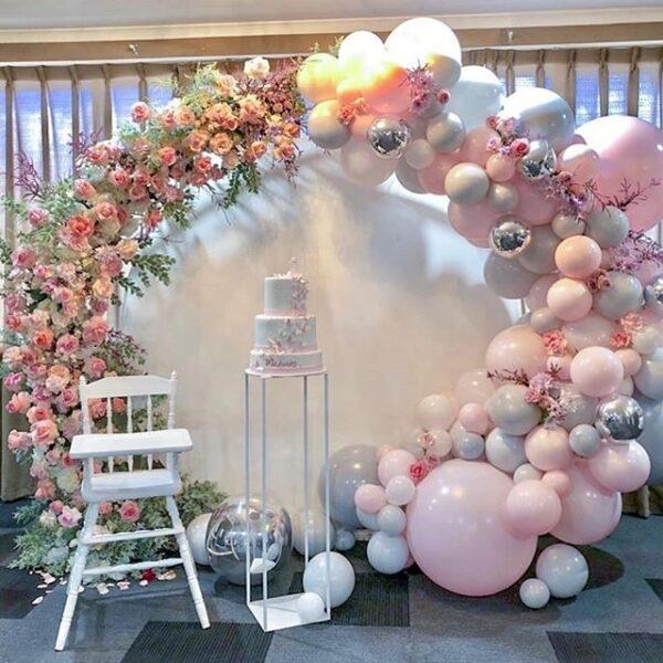 Trang trí backdrop thôi nôi tại nhà bằng bong bóng và hoa tươi BBX293
