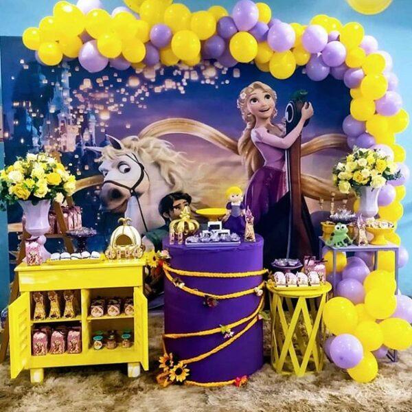 Backdrop sinh nhật Frozen tông màu vàng, tím BBX323