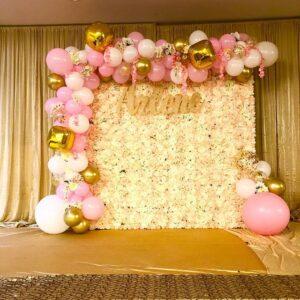 Backdrop tiệc cưới hoa tươi cùng dây bong bóng và thảm trải BBX411
