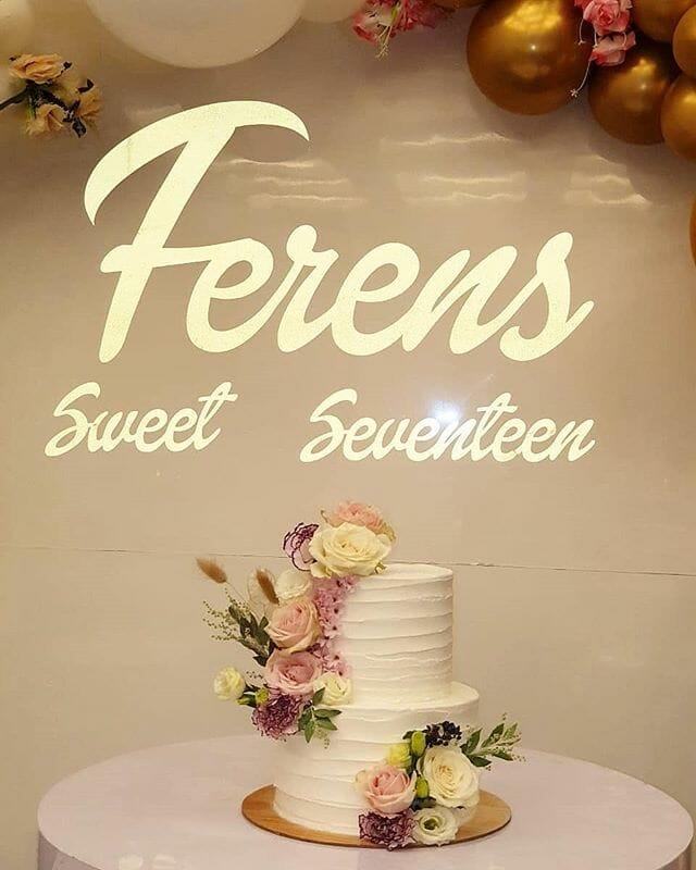 Backdrop trang trí sinh nhật trọn gói vàng đồng và trắng BBX270 góc nhìn gần