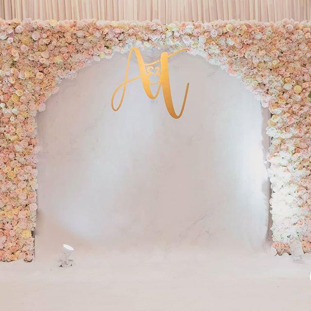 Backdrop tiệc cưới hoa tươi nhìn trực tiếp BBX390