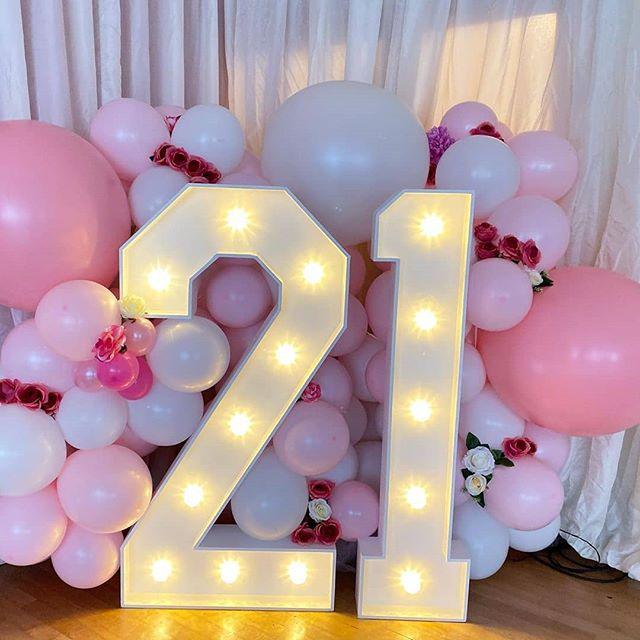 Bộ tiểu cảnh bong bóng trang trí sinh nhật màu hồng và trắng BBX435