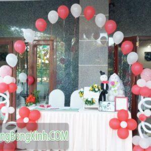Trang trí bàn kí tên tiệc cưới 034