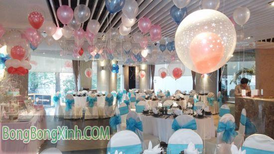 Trang trí bàn tiệc đám cưới bằng bong bóng lồng 046