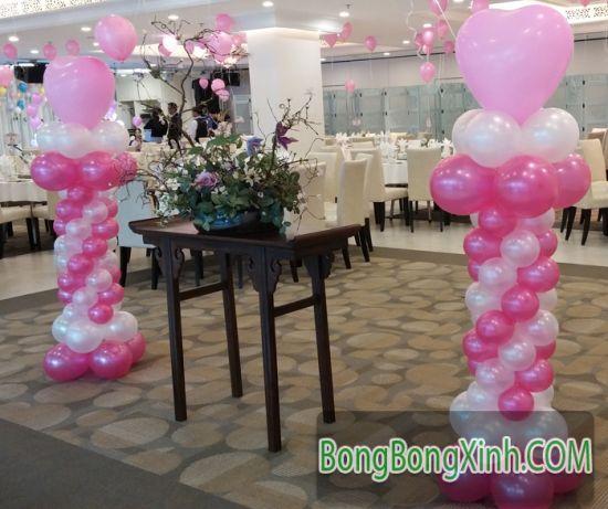 Trang trí đường dẫn tiệc cưới hồng trắng 026