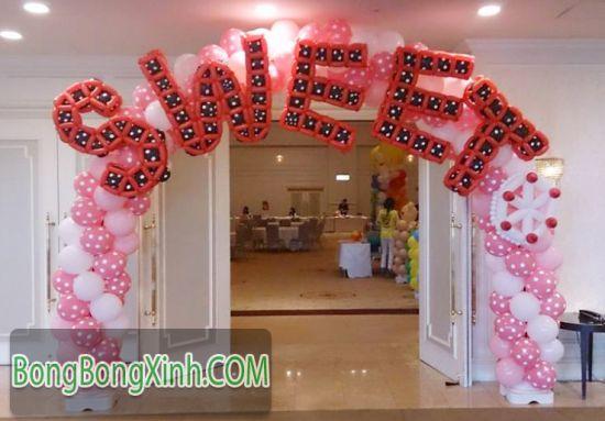 Cổng chào tiệc cưới 079 có thể trang trí cùng trụ bong bóng TBB138