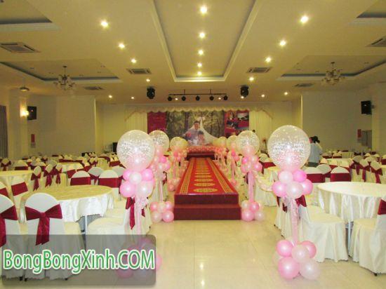Đường dẫn tiệc cưới bong bóng lồng hồng 031