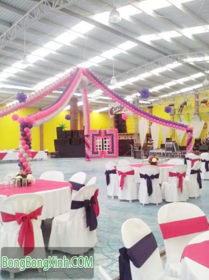 Sân khấu tiệc cưới bằng bong bóng SS036