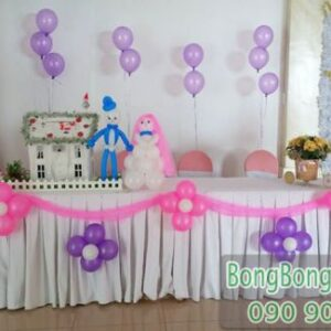 Trang trí bàn kí tên tiệc cưới đơn giản BKT039