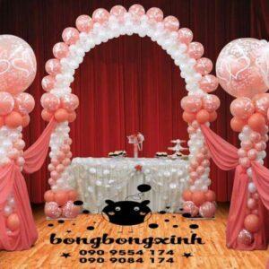 Trang trí bàn cưới độc đáo với bong bóng BT058
