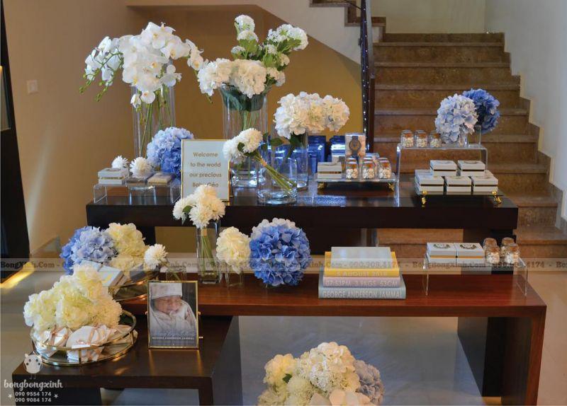 Bàn quà sinh nhật hoa tím trắng BQ210