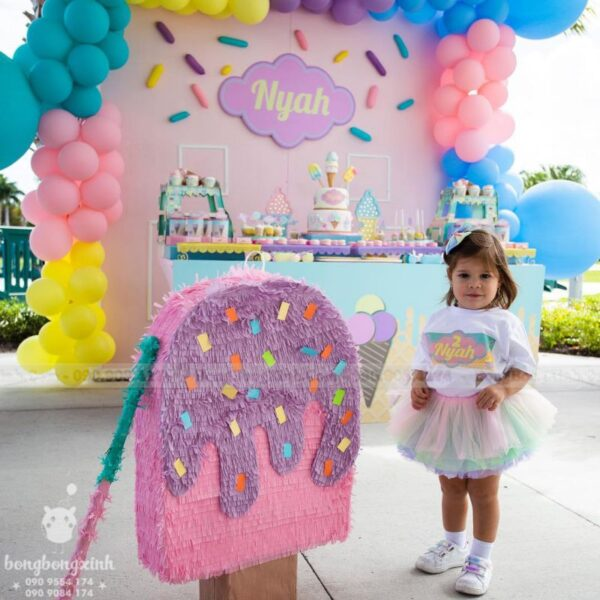 Bàn quà sinh nhật màu hồng cùng Pinata que kem BQ214