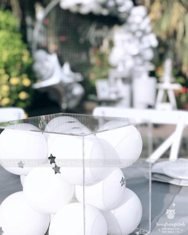 Hộp quà bong bóng trang trí sinh nhật trọn gói màu xám