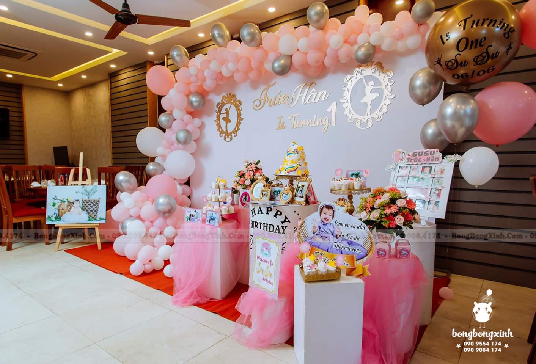 Phụ kiện trang trí cùng backdrop sinh nhật bé Trúc Hân BBBN154