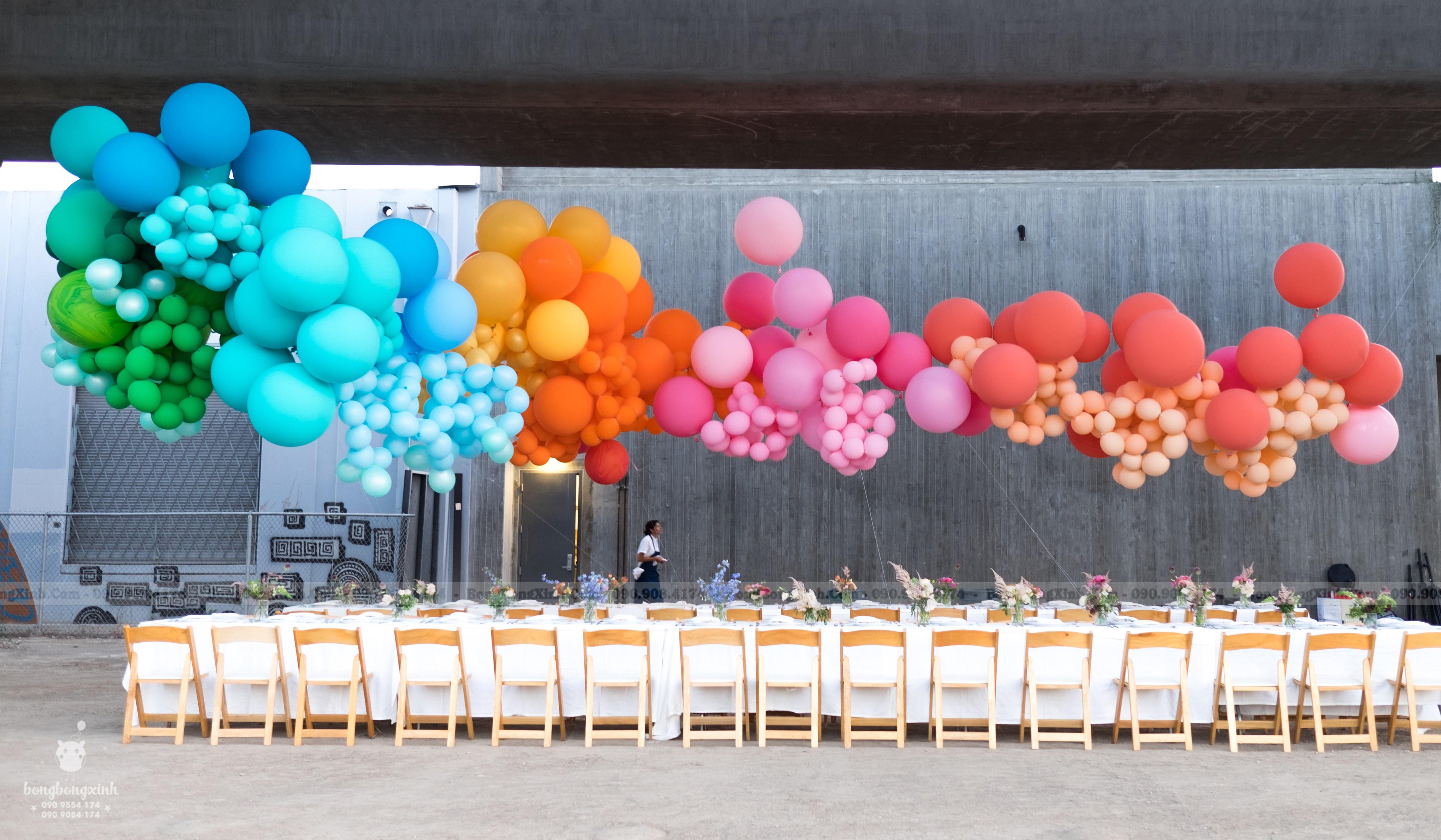 Trang trí bàn tiệc rainbow