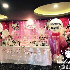Trang trí sinh nhật cho bé gái với bàn quà đáng yêu