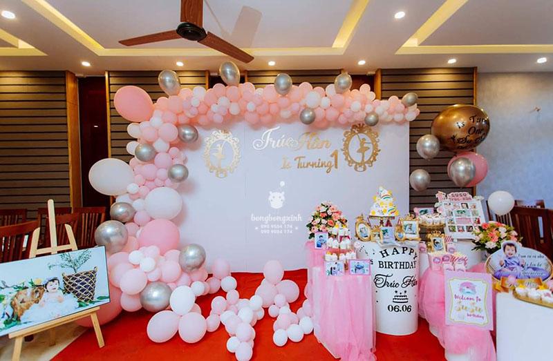 Backdrop sinh nhật và bàn quà bé Trúc Hân BBBN154