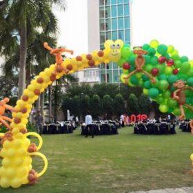 Trang trí bong bóng tiệc tân niên tại khác sạn Legend Hotel