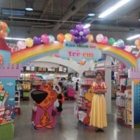 Trang trí bong bóng tại siêu thị METRO