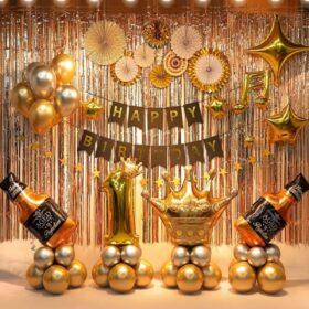 Gợi ý trang trí sinh nhật rèm bằng kim tuyến sang trọng và lãng mạn