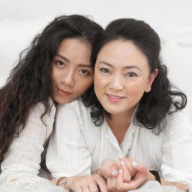 Hot mom Văn Thùy Dương rưng rưng nước mắt chúc mừng sinh nhật con gái
